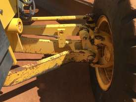 Komatsu GD555-3A Grader - picture14' - Click to enlarge
