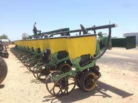 Excel Excel Precision Planter Disc Seeder Seeding/Planting Equip - picture0' - Click to enlarge