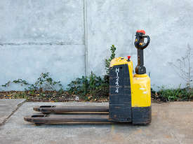 2.0T Battery Electric Pallet Truck - picture0' - Click to enlarge