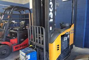 Used Crown 2.5T Electric Reach Truck