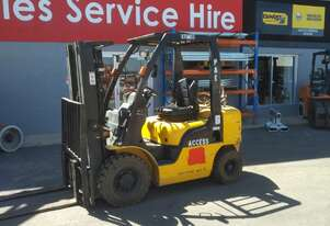 NISSAN FORKLIFT CONTAINER MAST LOW LOW HOURS