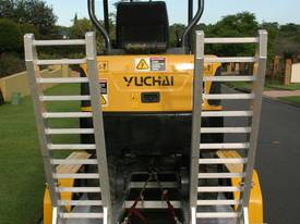 New Yuchai YC18-8 1.8ton Mini Excavator - picture5' - Click to enlarge