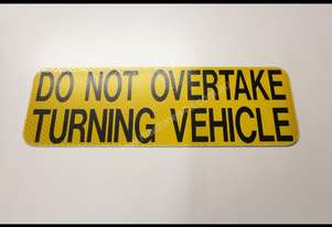 ACCESSORIES & TRAILER PARTS Rear DO NOT OVERTAKE T