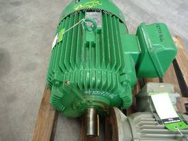 TOSHIBA 40HP 3 PHASE ELECTRIC MOTOR/ 1480RPM - picture2' - Click to enlarge