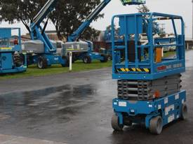 2015 Genie GS1932 Narrow Electric Scissor Lift - picture6' - Click to enlarge