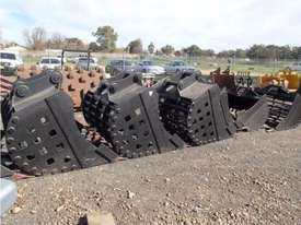 Scott Sieve Bucket-Rock Attachments - picture0' - Click to enlarge