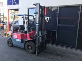 Nissan JO2 LPG / Petrol Counterbalance Forklift - picture1' - Click to enlarge