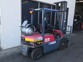 Nissan JO2 LPG / Petrol Counterbalance Forklift - picture2' - Click to enlarge