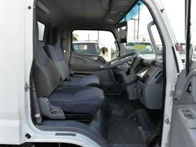 2010 MITSUBISHI CANTER FUSO Pantech   - picture10' - Click to enlarge