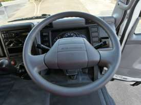 2010 MITSUBISHI CANTER FUSO Pantech   - picture14' - Click to enlarge