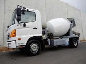 Hino FC 1022-500 Series Cab chassis Truck - picture0' - Click to enlarge