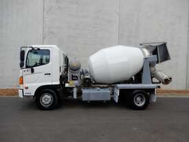 Hino FC 1022-500 Series Cab chassis Truck - picture1' - Click to enlarge