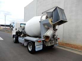 Hino FC 1022-500 Series Cab chassis Truck - picture2' - Click to enlarge