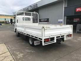 Isuzu NPR200 Tray Truck - picture5' - Click to enlarge