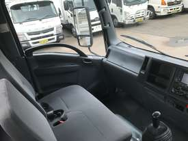 Isuzu NPR200 Tray Truck - picture12' - Click to enlarge