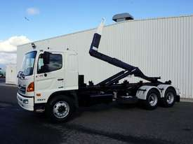 2008 Hino FM 2627 16 Ton Hooklift Truck - picture3' - Click to enlarge