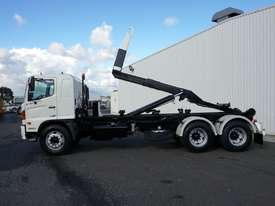 2008 Hino FM 2627 16 Ton Hooklift Truck - picture4' - Click to enlarge