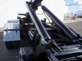 2008 Hino FM 2627 16 Ton Hooklift Truck - picture16' - Click to enlarge