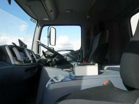 2008 Hino FM 2627 16 Ton Hooklift Truck - picture11' - Click to enlarge