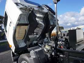 2008 Hino FM 2627 16 Ton Hooklift Truck - picture5' - Click to enlarge