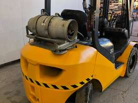KOMATSU FG30T-16 FORKLIFT - picture3' - Click to enlarge