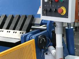 3200mm x 4mm Aussie Designed Heavy Duty Model - Calibrated Backgauge - picture2' - Click to enlarge