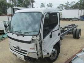 2010 Hino Dutro Wrecking Trucks - picture1' - Click to enlarge