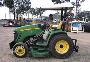 John Deere 3320 4x4 with midmount mower