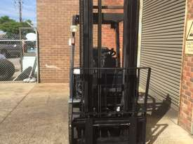 Nissan PL02A25 LPG / Petrol Counterbalance Forklift - picture2' - Click to enlarge