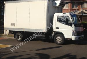 Canter REFRIGERATED TRUCK
