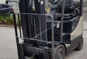 Fork Lift Low Hours Excellent Condition