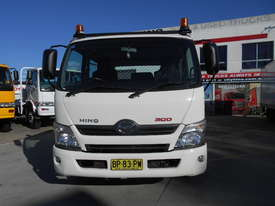 2011 Hino 300 SERIES 616 AUTO - picture1' - Click to enlarge