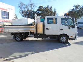 2011 Hino 300 SERIES 616 AUTO - picture3' - Click to enlarge