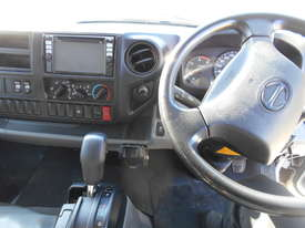 2011 Hino 300 SERIES 616 AUTO - picture19' - Click to enlarge