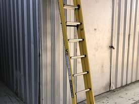 Branach Fiberglass Extension Ladder 2.7 / 3.9 Meter FED 4.0 Power Master - picture0' - Click to enlarge