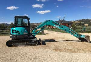 KOBELCO SK55SRX EXCAVATOR WITH FULL A/C CABIN, FULL BUCKET SET AND LOW 950 HOURS