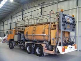International Acco 2250D Service Body Truck - picture2' - Click to enlarge