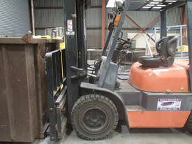 FORKLIFT Toyota, near new in excellent condition - picture0' - Click to enlarge