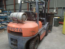FORKLIFT Toyota, near new in excellent condition - picture4' - Click to enlarge