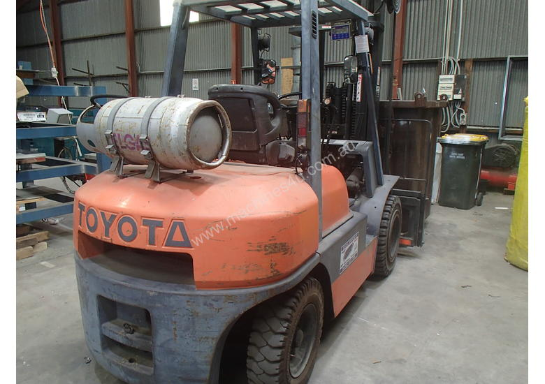 FORKLIFT Toyota, near new in excellent condition