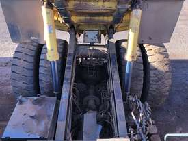 Komatsu HD785-7 Dump Truck - picture15' - Click to enlarge