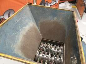 Brentwood shredder - picture3' - Click to enlarge