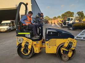 2013 BOMAG BW120AD-4 TANDEM ROLLER WITH 694 HRS - picture2' - Click to enlarge