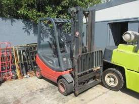 1.6 ton Linde Container Mast Used Forklift - picture0' - Click to enlarge