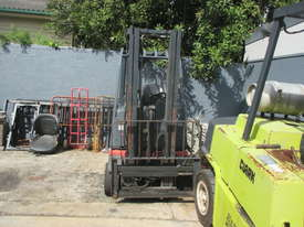 1.6 ton Linde Container Mast Used Forklift - picture1' - Click to enlarge