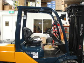 HYSTER H2.50DX LPG CONTINER MAST - picture6' - Click to enlarge