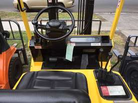 HYSTER H2.5 DX Counterbalance Forklift with Side-shift Refurbished & Repainted - picture2' - Click to enlarge