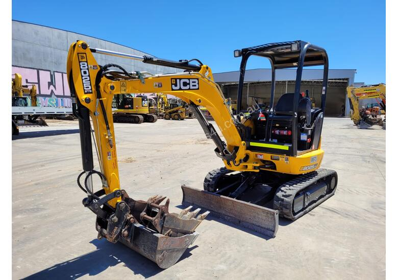 2018 JCB 8025 ZTS 2.6T MINI EXCAVATOR WITH HYD HITCH, 3 BUCKETS, RIPPER AND 250 HRS.