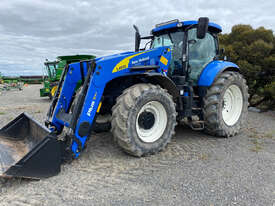 New Holland T7.220 FWA/4WD Tractor - picture0' - Click to enlarge