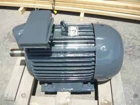 CMG 40HP 3 PHASE ELECTRIC MOTOR/ 2940RPM - picture1' - Click to enlarge